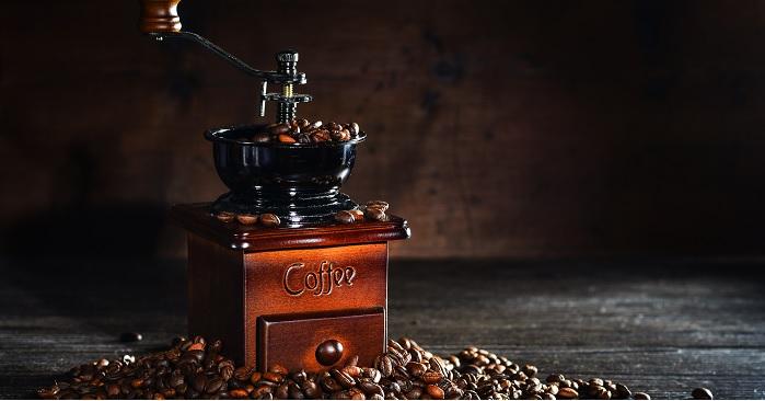Aký ručný mlynček na kávu