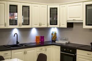 ako vybrať správnu výšku kuchynskej dosky